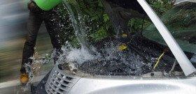 На фото - что не надо делать при перегреве дизельного двигателя, avtoindent.ru