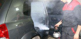 На фото - как помыть салон машины паром, gazu.ru