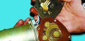 На фото - как проверить моторчик стеклоочистителя, vaz-autos.ru