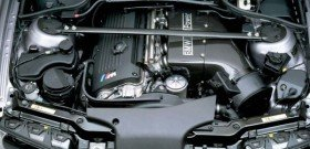 На фото - чистка двигателя автомобиля, auto-pro-tech.ru