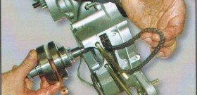 На фото - ремонт одноцилиндрового четырехтактного двигателя, oregon.by