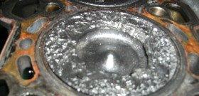 На фото - последствия разноса двигателя, bmwclub.ru