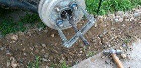 На фото - как снять тормозной барабан. forums.drom.ru