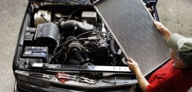 На фото - как отремонтировать радиатор автомобиля, autolikbez.info