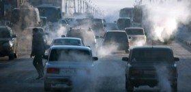 На фото - выхлопные газы автомобилей, content.izvestia.ru