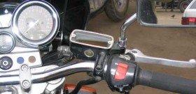 На фото - замена тормозной жидкости на сотоцикле, serjik.ru