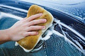 На фото - мытьё автошампунем для ручной мойки, technolitmsk.ru