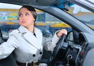На фото - где запрещено движение задним ходом, pic.auto.mail.ru