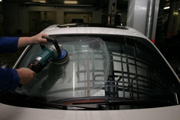 Фото полировки лобового стекла, avtospasalon.ru