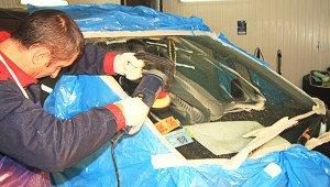 Фото процесса полировки лобового стекла, insafe.ru