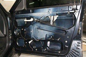 Фото - подготовленная к работе по шумоизоляции авто дверь, cs310822.vk.me