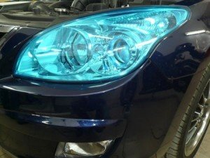На фото - результат тонировки фар автомобиля, shinaribox.ru