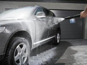На фото - устройства для мытья автомобиля, www.antoncars.ru