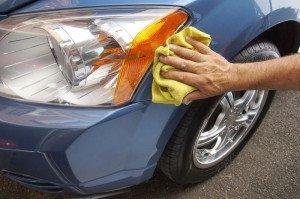 На фото - мытье автомобиля, steer.ru