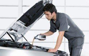 На фото - как менять масло в двигателе, bm-auto.ru