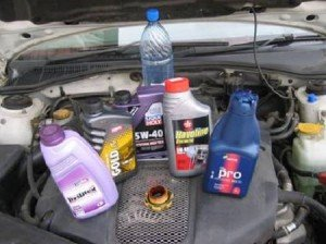 На фото - как выбрать, какое масло лить в двигатель, maslomotors.ru