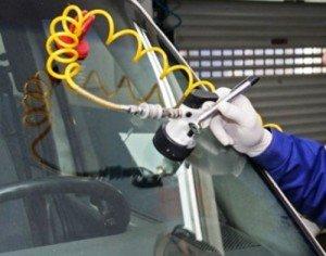 Фото ремонта трещины в лобовом стекле, avtomaksimum.com