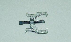 Фото двухзахватного съёмника для замены сальника хвостовика редуктора заднего моста, auto-knigi.com