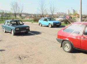 На фото - буксировка транспортных средств, infokorea.ru