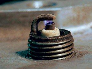 На фото - диагностика двигателя по состоянию свечей, cache.zr.ru