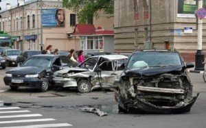 На фото - рискованное движение на перекрёстке, otambove.ru