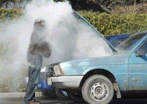 На фото - остудить двигатель перед тем, как помыть радиатор автомобиля, avtomotospec.ru
