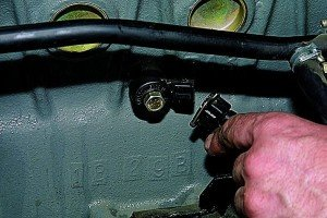 Фото - проверка и снятие датчика детонации, autoprospect.ru