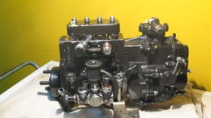 На фото - ремонт топливной аппаратуры бензиновых двигателей, online.aviso.ua