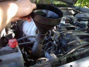 На фото - что заливают в радиатор автомобиля? sanekua.ru
