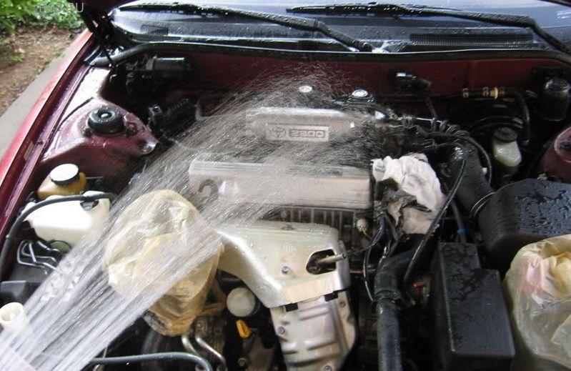 Чем лучше мыть двигатель автомобиля своими руками