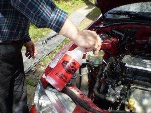На фото - как вымыть двигатель автомобиля, photofile.ru