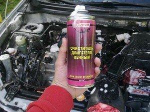 На фото показано, чем и как мыть двигатель автомобиля, rusautolack.ru
