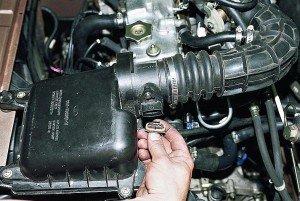 На фото - неисправность датчика массового расхода воздуха, autoprospect.ru