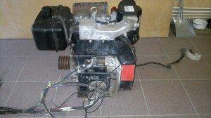 На фото - двухцилиндровый дизельный двигатель Hatz, fermer.ru