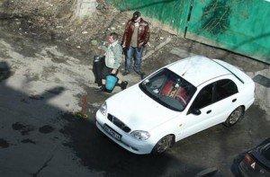 На фото - трудно найти, где можно самому помыть машину, dlm4.meta.ua