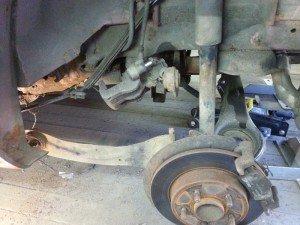 На фото - ремонт задней подвески, drive2.ru