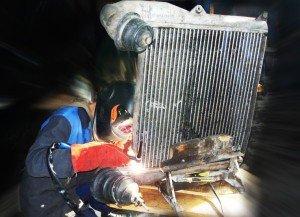На фото - процесс сварки радиатора авто, s.unishop.pro