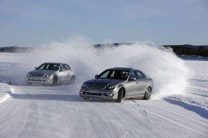 На фото - занос переднеприводного автомобиля, universproekt.ru