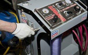 Фото - профессиональна аппаратура для промывки двигателя при замене масла, kuzov-media.ru