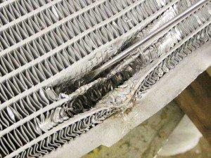 На фото - требуется ремонт радиатора грузового автомобиля, avtouz.ru
