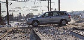 Фото проезда машины через ж/д пути, akpspb.ru