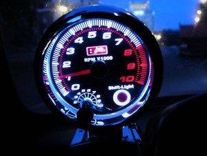Фото аналогового автомобильного тахометра, vk.com