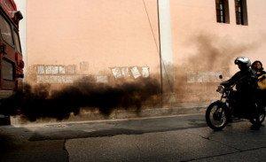 Фото дымления дизельного двигателя черным дымом, kvem.ru