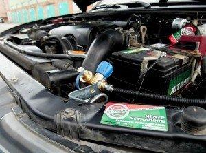 На фото - подкапотная газовая установка на дизельный двигатель, elitegas.ru