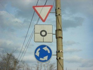 На фото - знаки для проезда перекрестка, avtokurgan.ucoz.ru