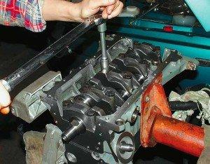 На фото - капитальный ремонт двигателя самостоятельно, kazan-servis.ru