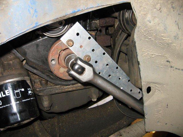 Фото №37 - в какую сторону открутить болт шкива коленвала ВАЗ 2110