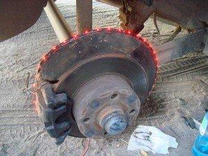 На фото - крепление светодиодной ленты к диску, drive2.ru