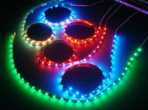 На фото - подсветка несколькими светодиодными лентами, omy.com.tr