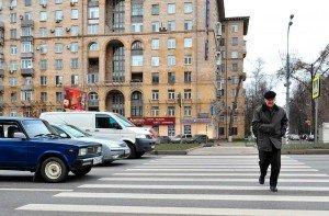 На фото - правила перехода нерегулируемого пешеходного перехода, mn.ru